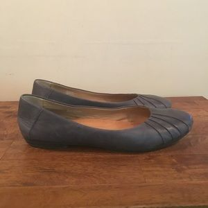 Chic Earth Leather Flats